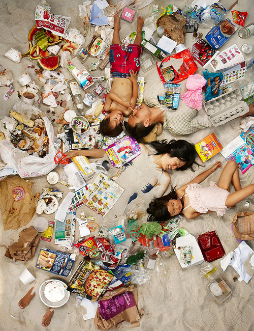 7-days-of-garbage-environmental-photography-gregg-segal-8