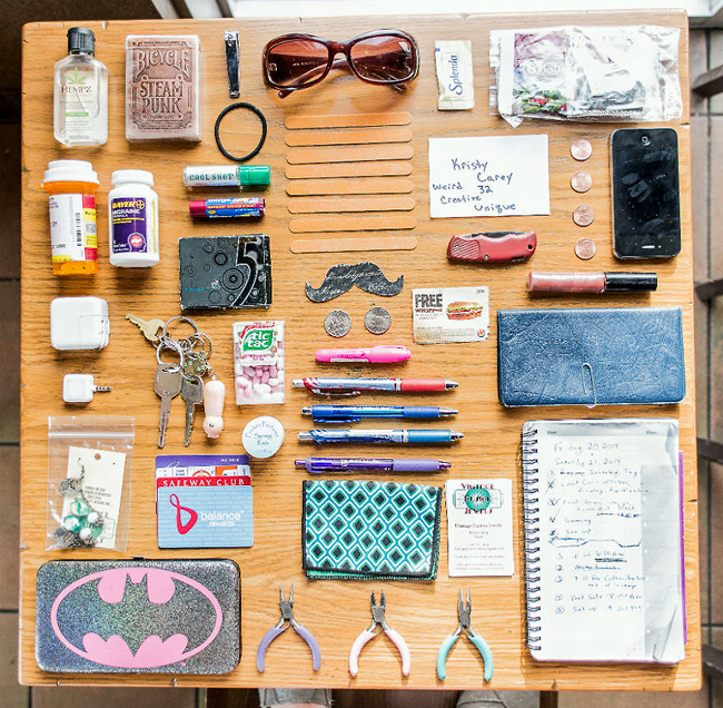 In-Her-Handbag-A-collection-of-the-personal-and-mysterious-contents-of-a-ladies-bag16__880