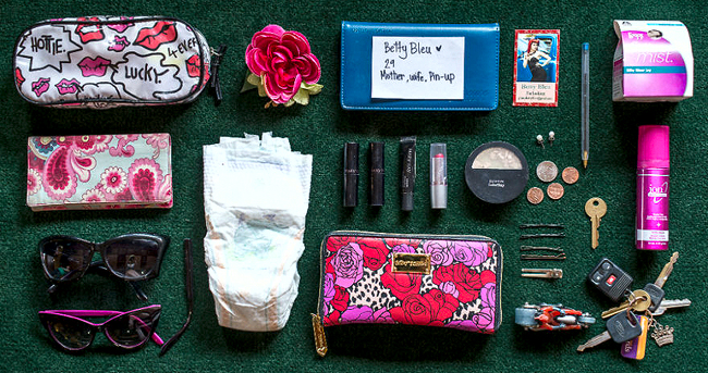 In-Her-Handbag-A-collection-of-the-personal-and-mysterious-contents-of-a-ladies-bag5__880